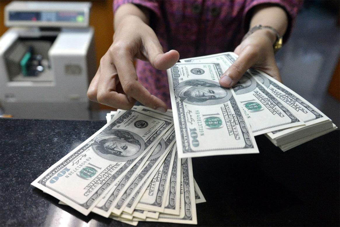 При оплате напрямую поставщику рубли конвертируются в юани через доллары