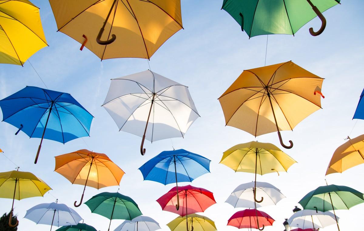 Лого на зонтике сделает его уникальным товаром под вашим брендом