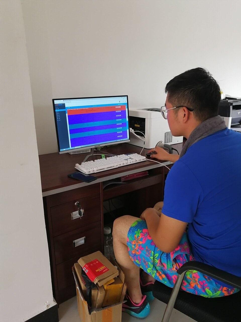 Ищут товар для клиента у нас только сотрудники,  которые хорошо владеют китайским или его носители