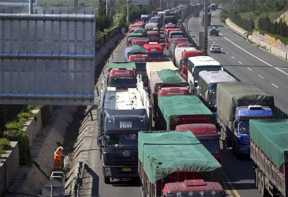 Одна из причин задержек на пути к границе Китая и Казахстана — пробки, возникшие из-за обилия груза