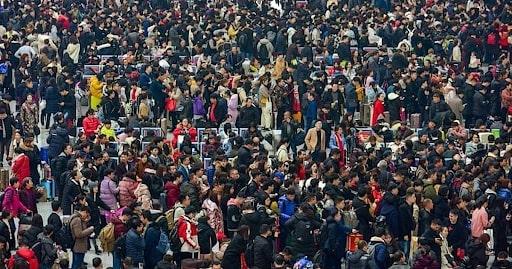 «Великое китайское перемещение» — так выглядят вокзалы в стране перед Китайским Новым годом и после него